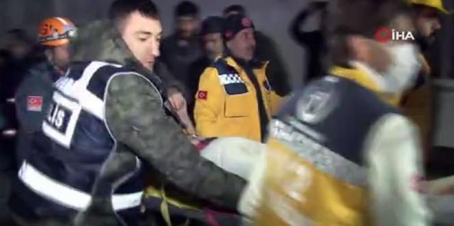Depremde enkaz altında kalan vatandaş kurtarıldı