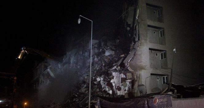 Depremde hasar gören 2 bina daha yıkılıyor