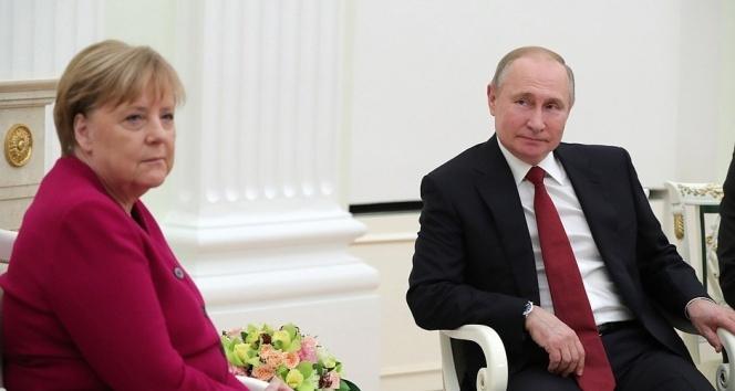 """Vladimir Putin: """"Libya sorunu bölgesel değil global bir sorun"""""""
