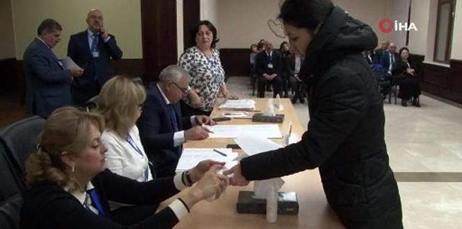 Azerbaycan sandığa gidiyor, oy verme işlemleri başladı