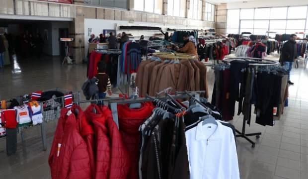 Depremzedeler için ücretsiz giyim mağazası