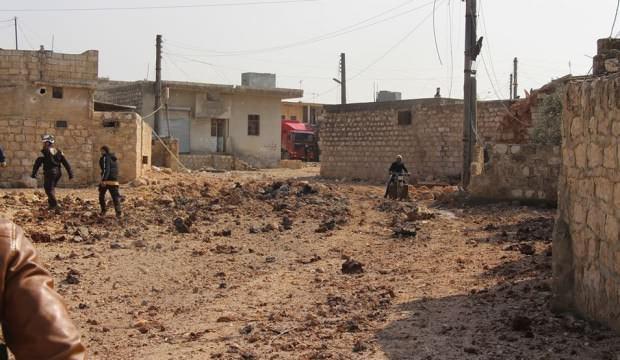 Esed rejimi Maart El Atarib köyünü vurdu: 3 ölü, 3 yaralı