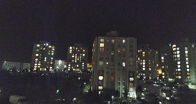 İstanbullular balkona ve camlara çıkarak sağlık çalışanlarını alkışladı
