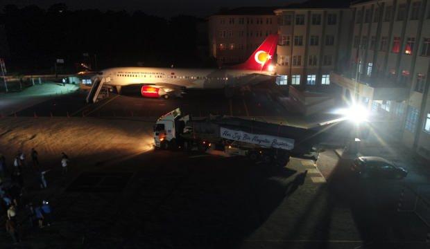 Antalya'da bir okula TIR'larla savaş uçağı getirdiler