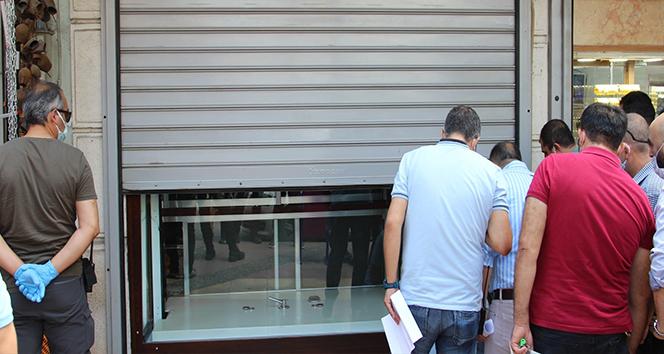 Vatandaşı 10 milyon TL dolandırdığı öne sürülen 2 kuyumcu tutuklandı