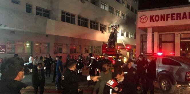 Ankara'da psikiyatri hastası yatağını tutuşturdu: 1 yaralı, 5 kişi de dumandan etkilendi