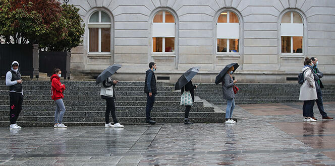 Fransa'da sokağa çıkma yasağının detayları açıklandı