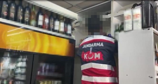 Jandarma'dan sahte içki operasyonu: 1 ton 647 litre sahte içki ele geçirildi