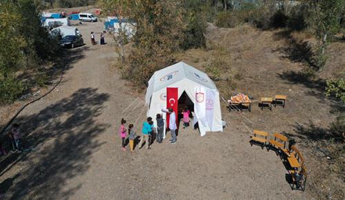 Tarım işçilerinin çocukları için 'çadır okul' kuruldu