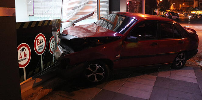 Bolu'da 2 otomobilin karıştığı kazada korona virüs tedbiri faciayı önledi