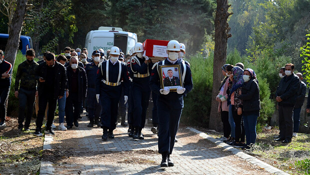 Diyarbakır'da hayatını kaybeden uzman çavuş, toprağa verildi