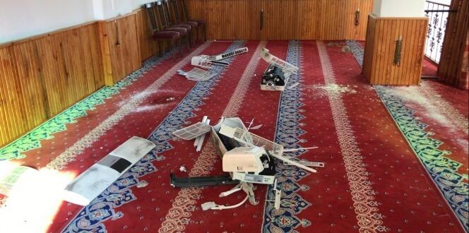 Heyelan nedeniyle, ibadete kapatılan camiyi hırsızlar talan etti