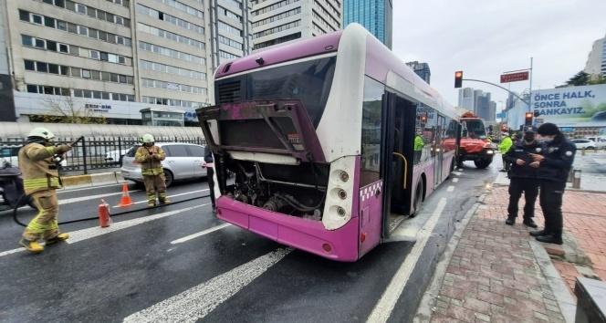 İETT otobüsünde panik anları: bir anda alev aldı