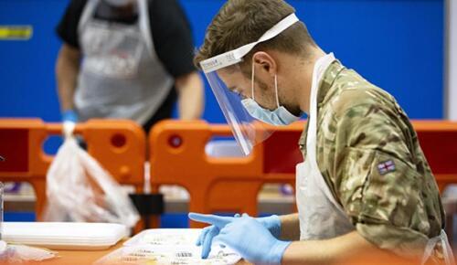 İngiltere'de son 24 saatte 17 bin 555 yeni vaka