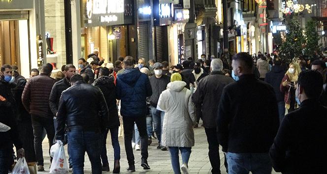 Kısıtlama öncesi Taksim ve İstiklal Caddesi'nde yoğunluk