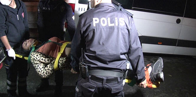 Korona partisine düzenlenen baskında kaçmaya çalışan 2 kişi merdivenden düşerek yaralandı
