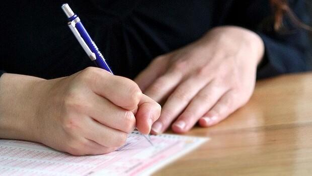 Okul sınavları ertelendi mi, iptal mi oldu? Yazılılar ve yüz yüze sınavlar nasıl yapılacak?