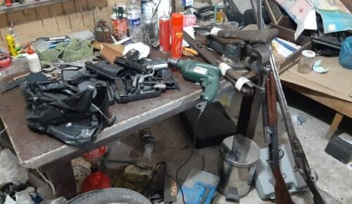 Kurusıkı tabancaların namlusunu açıp ticaretini yapan şahsa jandarma darbesi