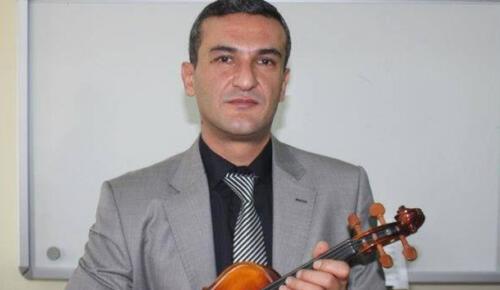 Müzik öğretmeni evinde ölü bulundu