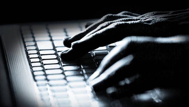 Siber saldırganlar Covid-19 aşı belgelerini sızdırdı