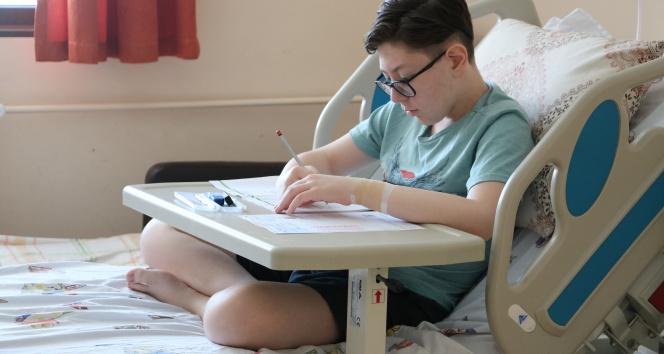 Hastanede ameliyat olup, LGS sınavına girdi