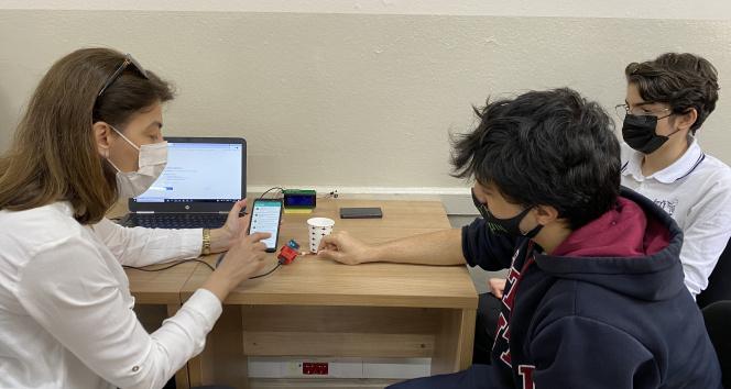 Liseliler 'Online Ateş Ölçer' cihazı üretti