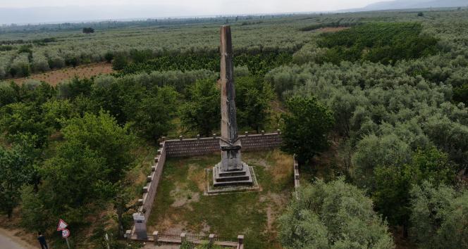Roma dönemine ait 12 metre yüksekliğinde anıt mezar 2 bin yıldır ayakta