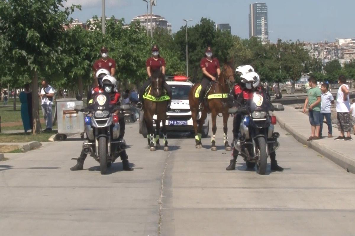 Bakırköy'de atlı polisler ve Yunus ekiplerinden korona virüs denetimi